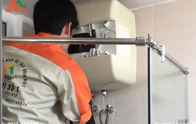 Dịch vụ vệ sinh bình nóng lạnh tại nhà đảm bảo máy sạch như mới