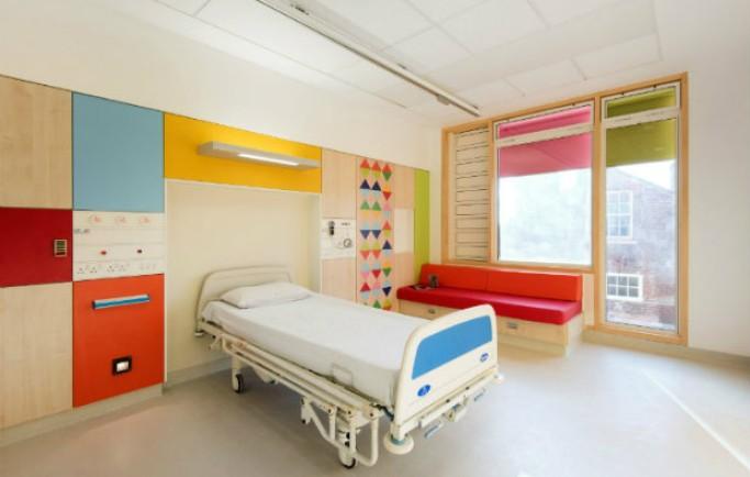 Thiết kế gia Morag Myerscough làm bừng sáng không gian bệnh viện nhi đồng