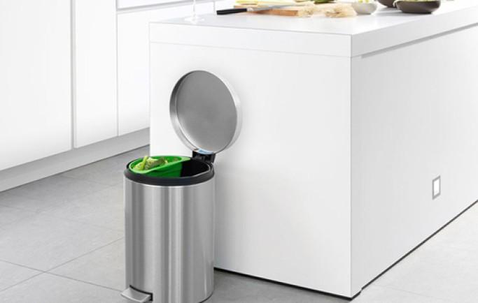 Thùng rác mà đặt tùy tiện thế này, bảo sao cứ mãi nghèo