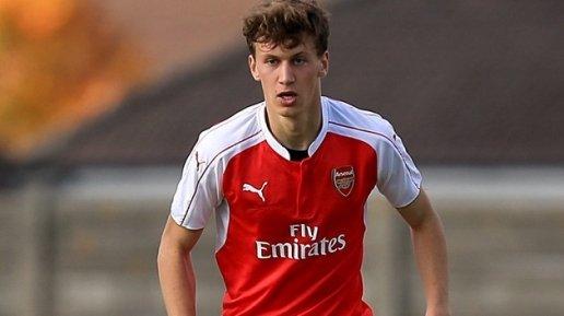 Báo 8live đưa tin NÓNG: Trung vệ Arsenal nói lời phũ, Emery lại sắp mất người
