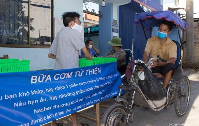 Công ty NashTech Vietnam phối hợp cùng với Nhà May Mắn để tặng 100 phần cơm