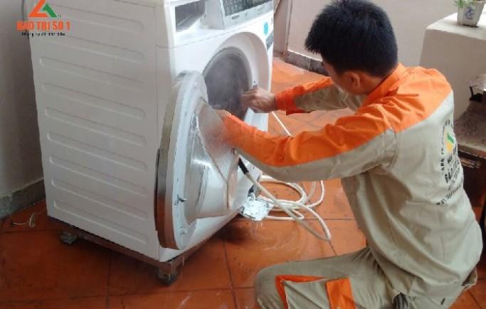Gọi 0988 230 233 đặt dịch vụ sửa máy giặt tại royal city uy tín